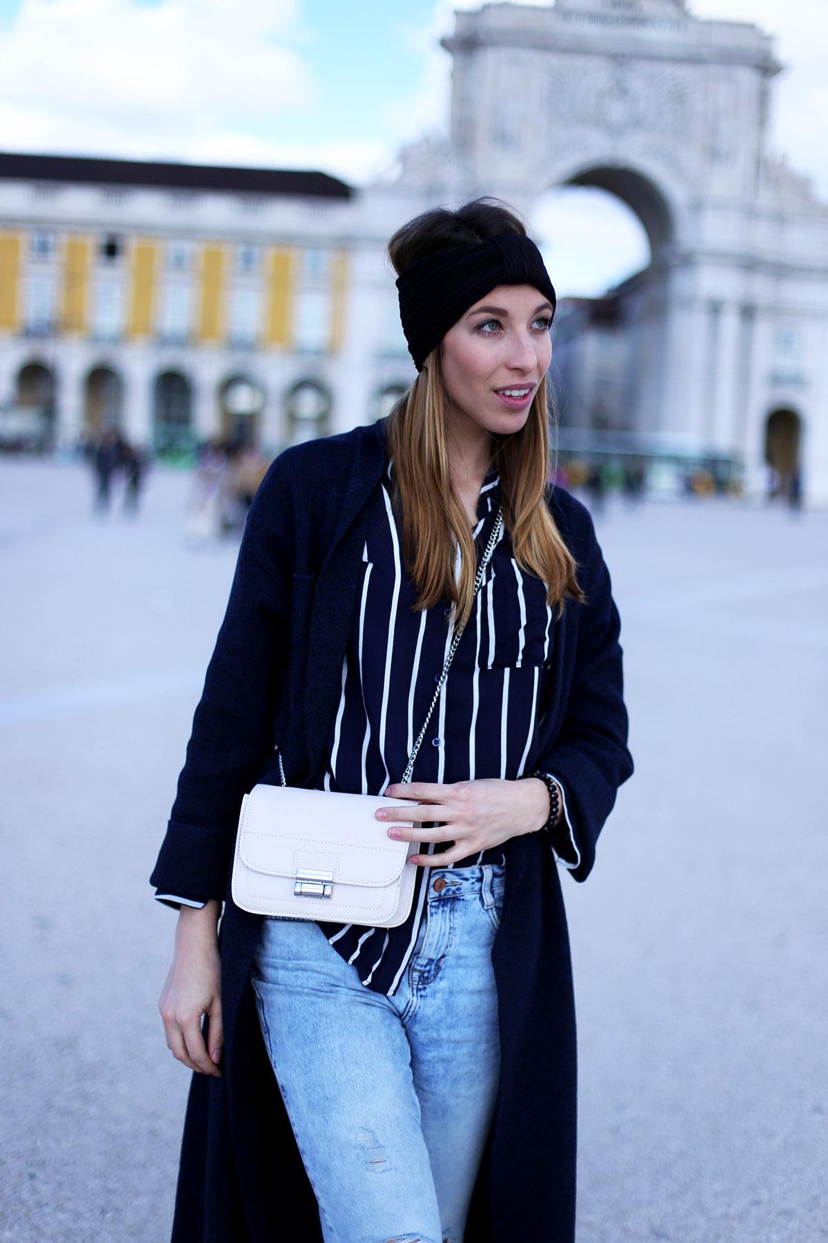 Liebreizend-Fashionblog-Innsbruck-Lissabon-Boyfriend-Jeans-Oversized-Mantel-Outfit-Haarband