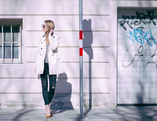 Liebreizend Fashionblog Outfit Trenchcoat-Streifenshirt parisienne Fruehling Innsbruck
