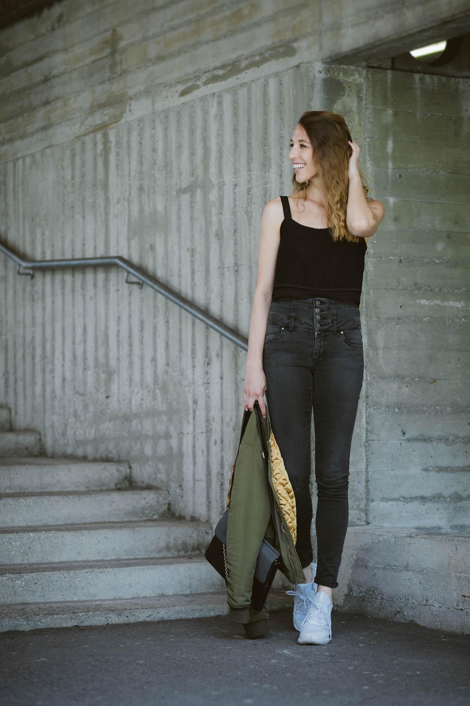 Liebreizend, Bomberjacke, Crop-Top, Highwaist Jeans, Fashionblog, Tirol Innsbruck, Lifestyle