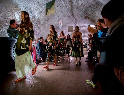 Rebekka Ruétz Fashion Show im Herminen Stollen in St. Anton, Kunst & Kulinarik Festival