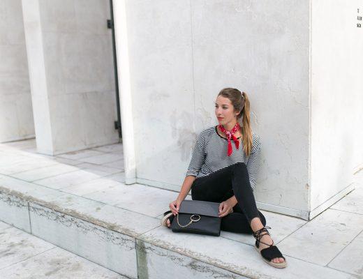Bandana Tuch kombinieren, Streifen Shirt und Black Skinny Jeans Outfit