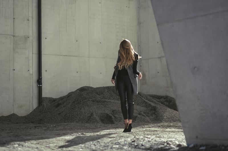 Zara-Lederhose-Liebeskind-Berlin-Weste-Heels-Baustelle-Innsbruck-Fashionblog-Tirol-Oesterreich