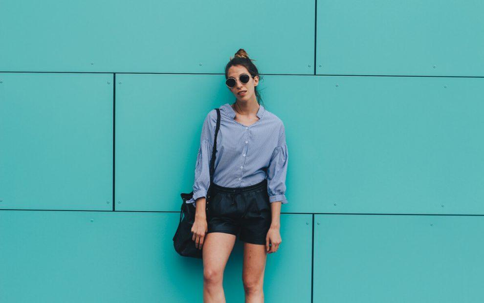7 Styles: Summer Feeling mit Ledershorts und Streifenbluse