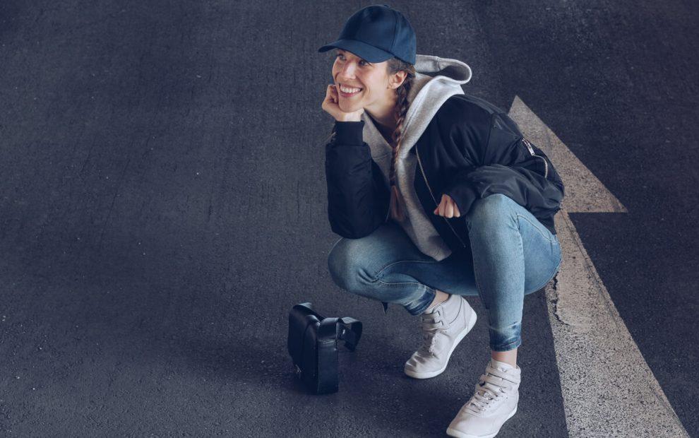 Outfit: Reebok x Face Stockholm Sneakers, Baseball Mütze und Bomberjacke