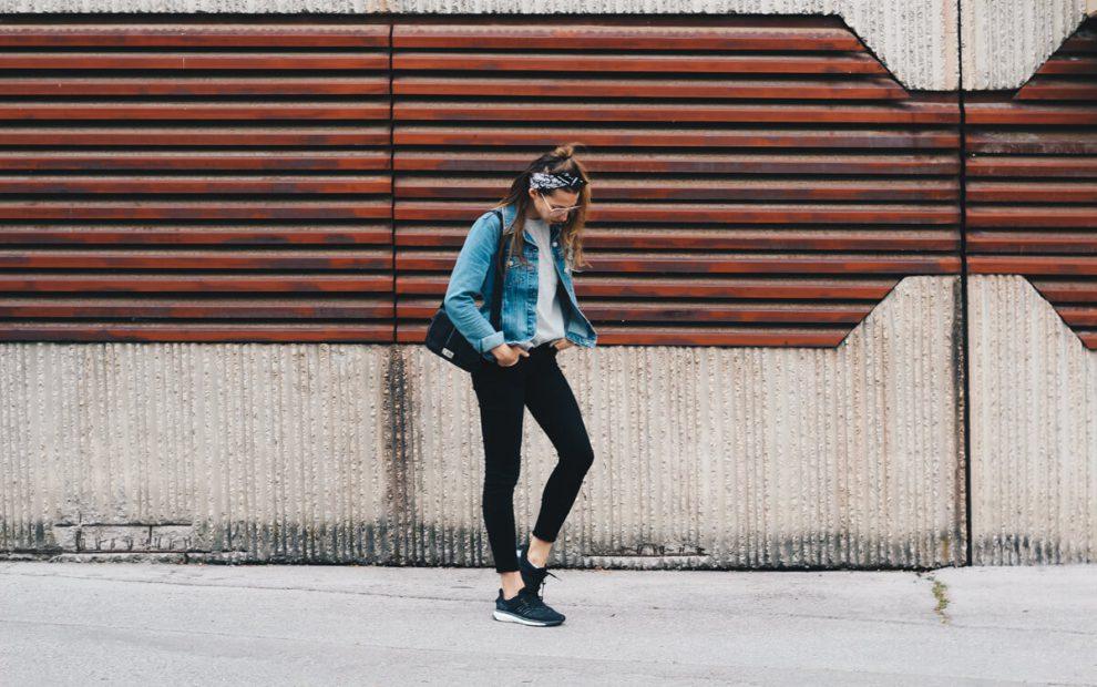 Outfit: Bequeme Klamotten, Bandana Tuch und Geek Brille