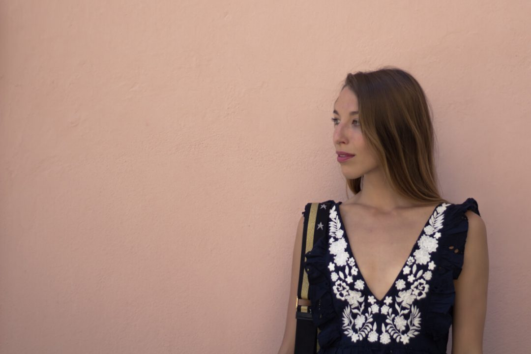 ZARA Volantkleid mit Stickereien; Sommer Outfit,