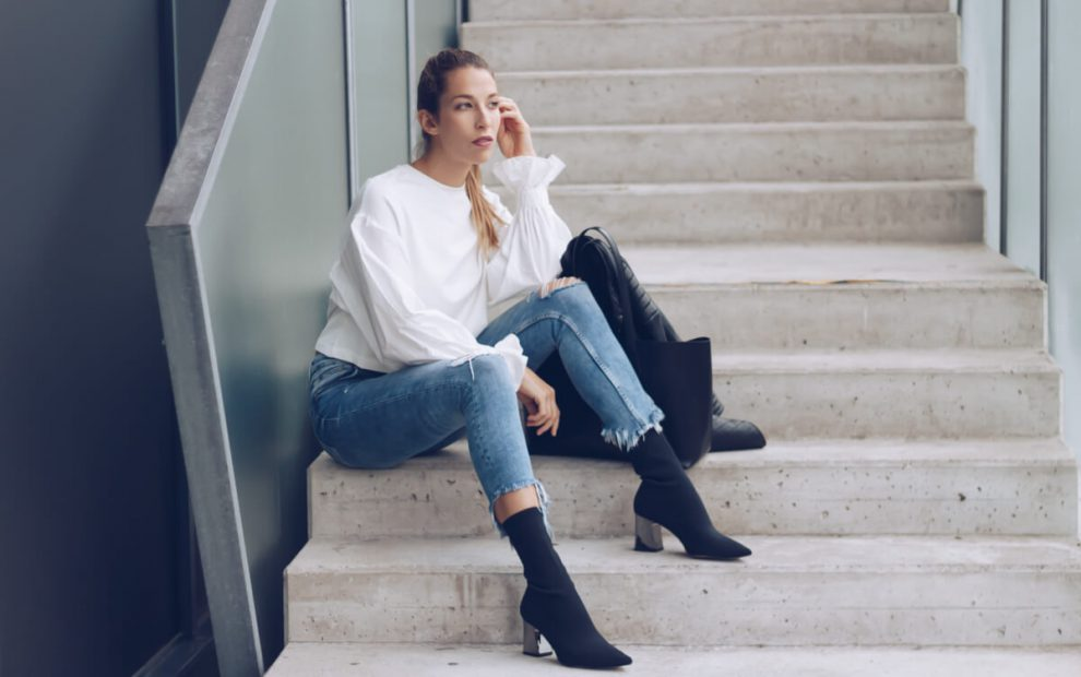 Outfit Highwaist Jeans, Statement Sleeves and Sock Boots