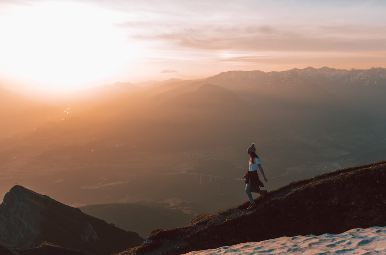 Wandern: Sonnenaufgang auf der Nockspitze (Saile) über die Axamer Lizum;